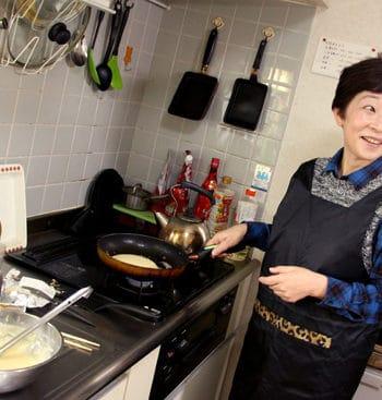 Cooking with Yoshiko - teaching Yoshiko to flip pancakes Australian style!