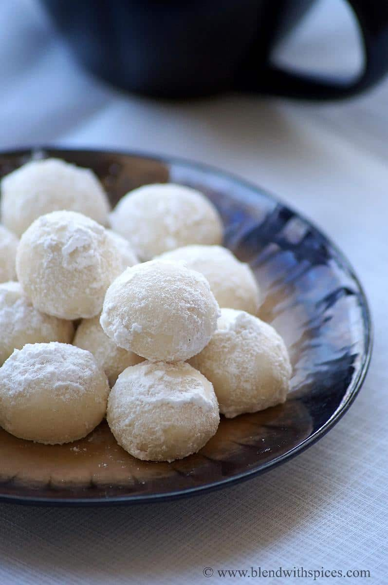 International Christmas Desserts - Indian Snowball Cookies by Blended With Spices