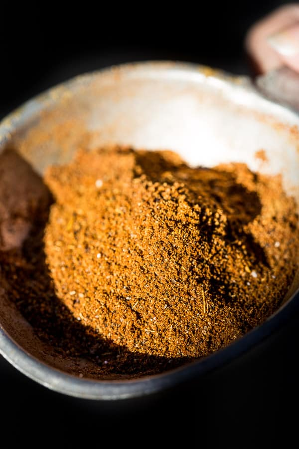 2 Minute Baharat Middle Eastern Spice Mix Recipe - An aromatic concoction of 7 spices that are easy to find in your pantry. Ground and blend the spices for your meats and extra tasty dinners. Vegetarian & Vegan. | wandercooks.com