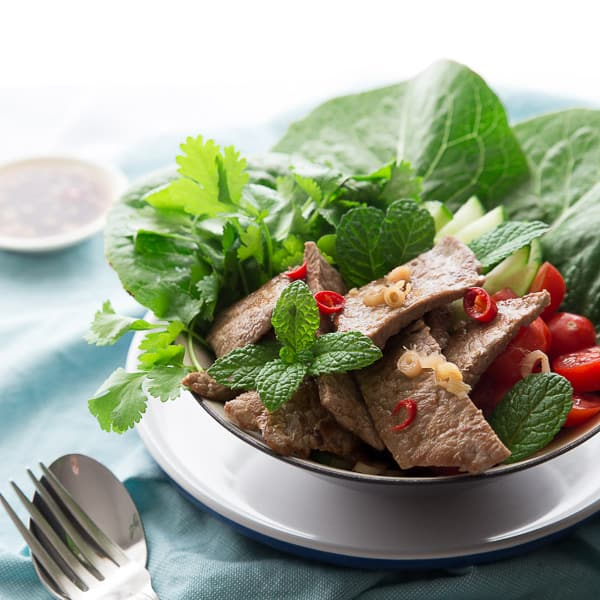 Yum Nua Thai Beef Salad Recipe - Succulent beef slices with fresh mint, coriander, tomato and lettuce just bursting with flavour. | wandercooks.com