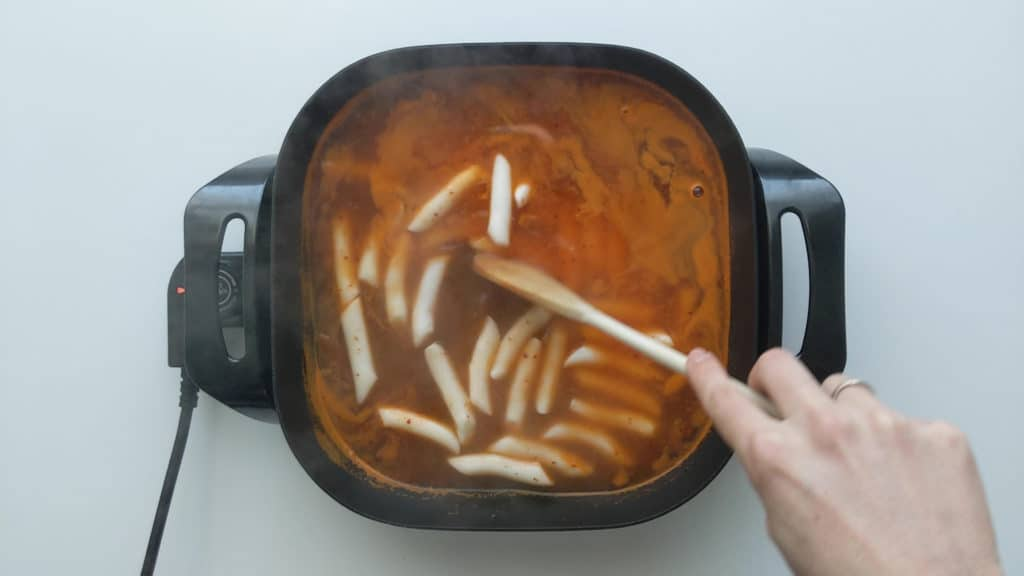 Tteokbokki rice cakes cooking in the soup stock.