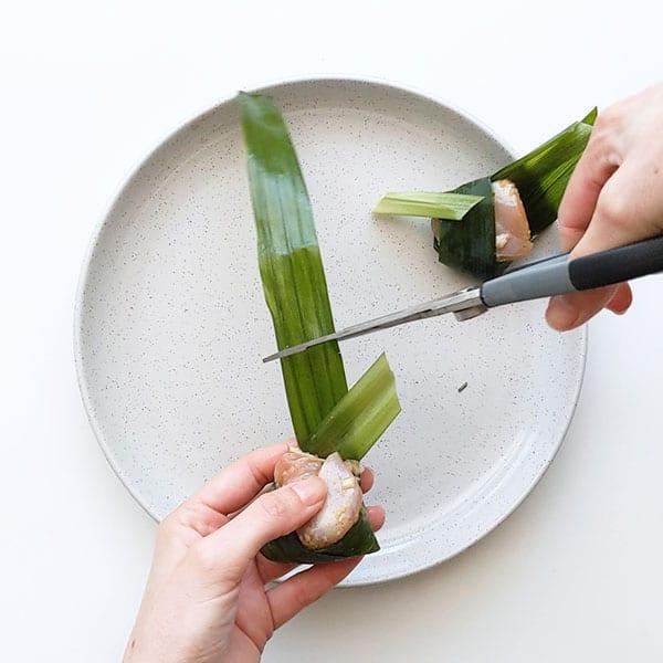 Cutting pandan leaf.