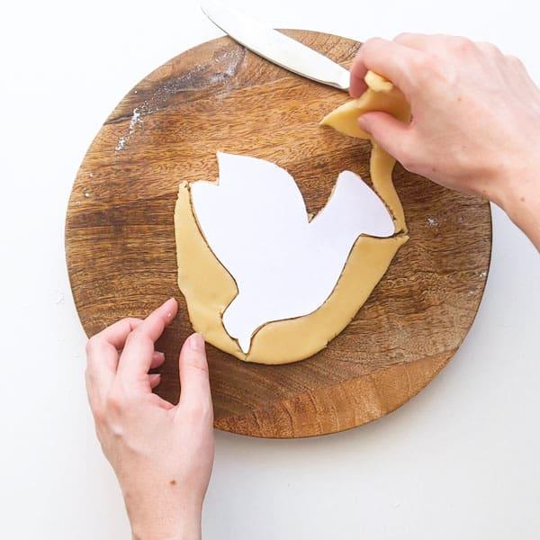 Making cuddura dove shape.