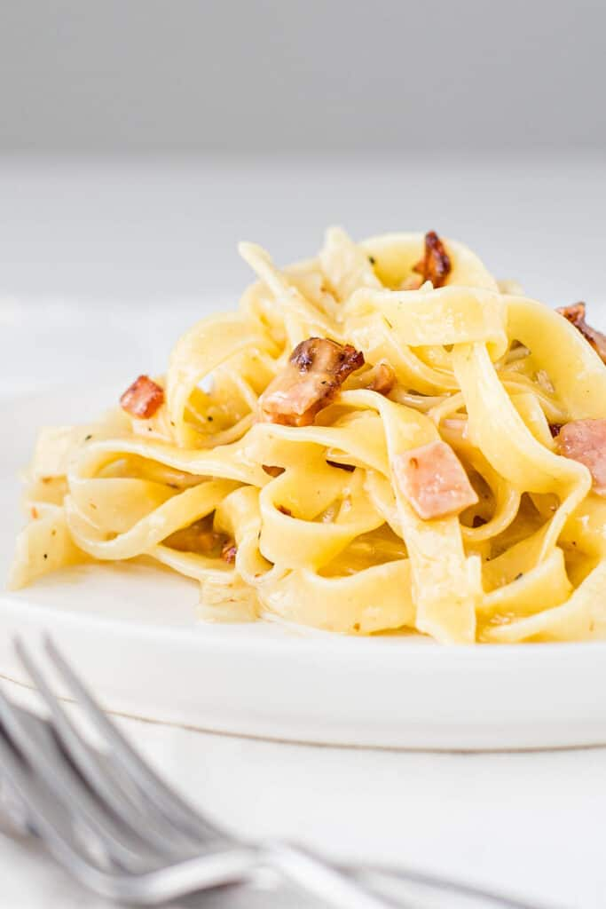 Cooked pasta with bacon and no cream carbonara sauce.