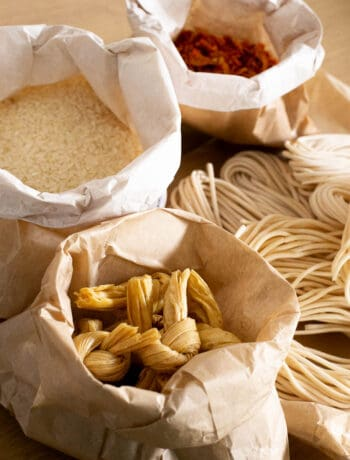 Bulk noodles, chilli and rice in plastic free packaging.